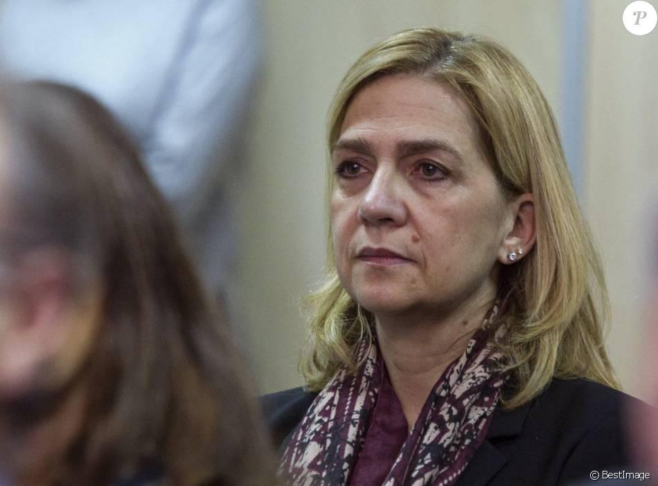L'infante Cristina d'Espagne le 11 janvier 2016 au premier jour du procès de l'affaire Noos au tribunal à l'Ecole d'administration publique des Baléares à Palma de Majorque. Son mari Iñaki Urdangarin, accusé entre autres de détournement de fonds et de trafic d'influence, est l'un des principaux prévenus, tandis que la fille du roi Juan Carlos Ier est inculpée de fraude fiscale.