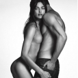 Irina Shayk, entièrement nue face à Chris Moore sur la nouvelle campagne Givenchy Jeans. Photo par Luigi + Iango.