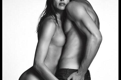 Irina Shayk : Entièrement nue puis topless face à un charmant mannequin