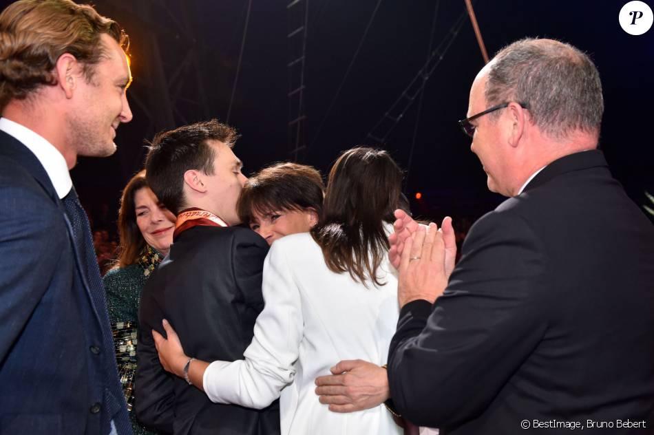 Exclusif - La princesse Stéphanie de Monaco, ici dans les bras de ses enfants Louis et Pauline Ducruet, a reçu le 19 janvier 2016 un Clown d'or des mains de son frère le prince Albert II lors du 40e Festival international du cirque de Monte-Carlo, en reconnaissance de son engagement dans la perpétuation du rendez-vous créé par leur père le prince Rainier III, qu'elle préside depuis 2005, et en présence notamment de ses enfants Louis et Pauline Ducruet. © Bruno Bebert/Bestimage