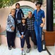 Laeticia Hallyday avec ses filles, Jade et Joy, sa grand-mère Elyette et Omar Cherif à Los Angeles, janvier 2016.