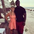 Tony Steward, linebacker des Buffalo Bills en NFL, a fait part le 2 février 2016 de la mort de sa fiancée Brittany Burns, emportée en moins de deux mois par un cancer de l'ovaire. Photo Instagram Tony Steward 2015, en vacances à Cancun.