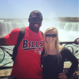 Tony Steward, linebacker des Buffalo Bills en NFL, a fait part le 2 février 2016 de la mort de sa fiancée Brittany Burns, emportée en moins de deux mois par un cancer de l'ovaire. Photo Instagram Tony Steward 2015, devant les chutes du Niagara.