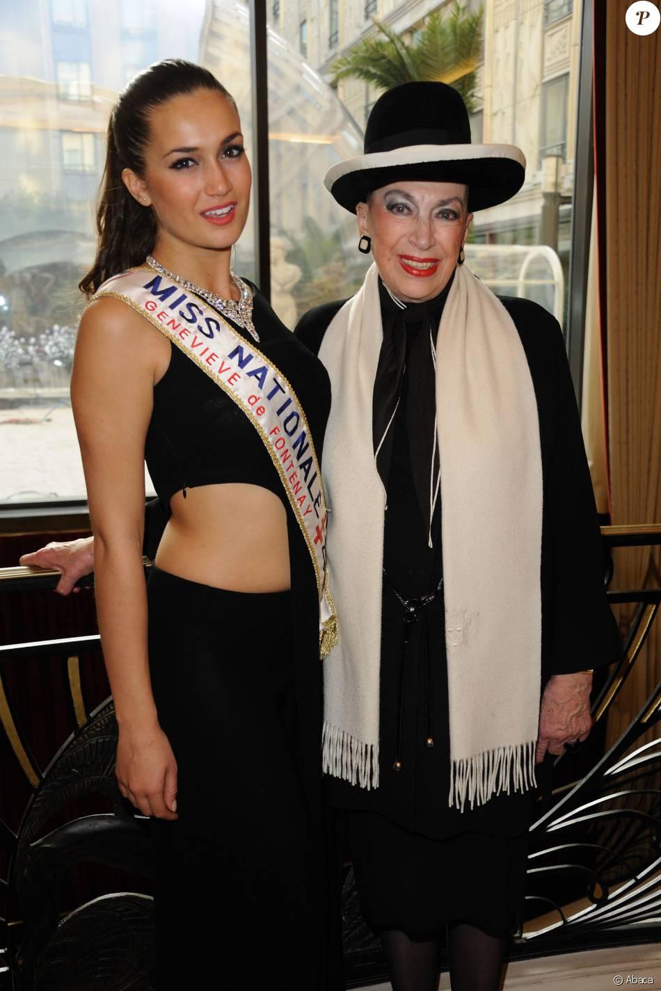 Barabra Morel, Miss Prestige National 2011 avec Geneviève de Fontenay à l'Hôtel Hilton Arc de Triomphe à Paris, le 26 novembre 2011