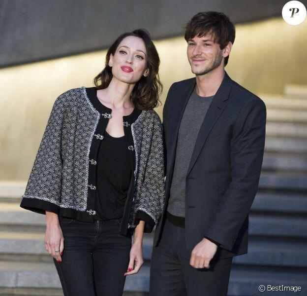 """Gaspard Ulliel et sa compagne Gaëlle Pietri - Photocall du défilé Chanel Croisière """"Paris-Séoul"""" au Dongdaemun Design Plaza de Séoul le 4 mai 2015"""