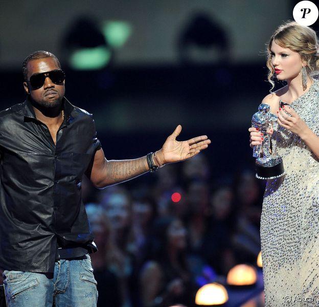 Kanye West et Taylor Swift sur la scène des MTV Video Music Awards, le 13 septembre 2009 à New York