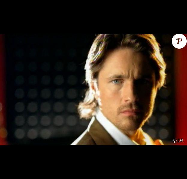 Martin Henderson dans le clip de Toxic en 2004.