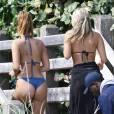 Les bloggeuses mode Devin Brugman et Natasha Oakley se promènent en bikini sur une plage à Miami, le 8 février 2016.