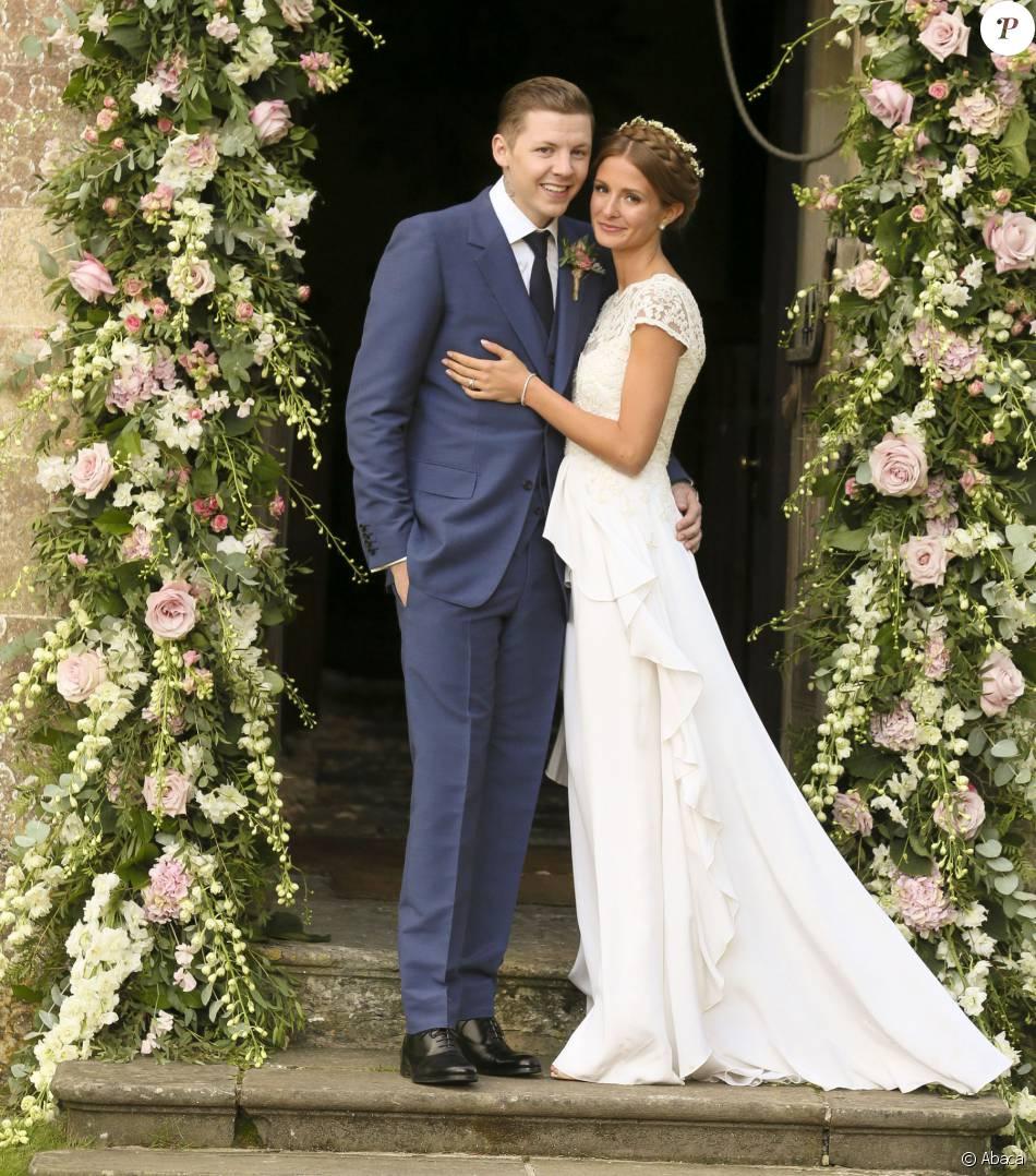 Bien-aimé Millie Mackintosh et Professor Green lors de leur mariage, le 10  IU25