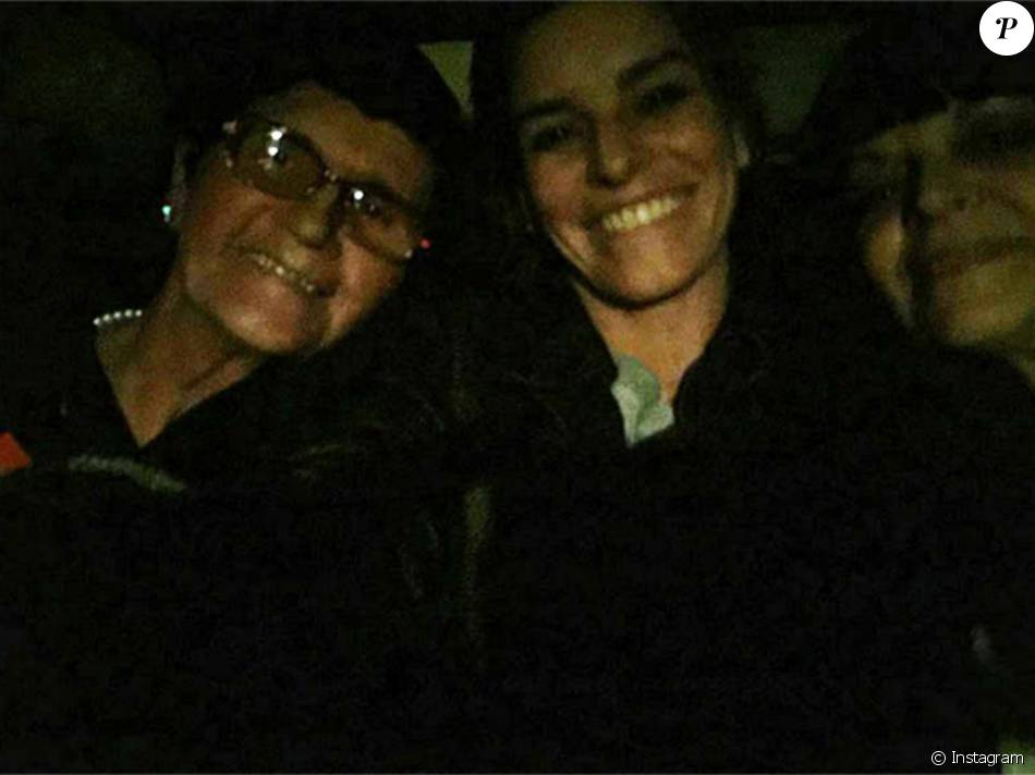 Fauve Hautot entourée de sa mère et sa grand-mère, à Dieppe