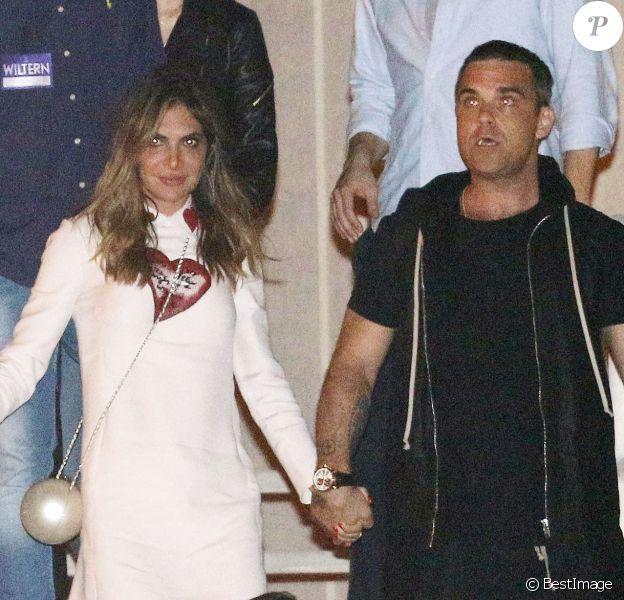 Robbie Williams et sa femme Ayda Field - La chanteuse Adèle à la fenêtre du Wiltern Theatre à Los Angeles après son concert en présence de nombreuses célébrités le 13 février 2016