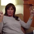 Caitlyn Jenner en pleine discussion avec une de ses amies trans. Image extraite d'une vidéo Youtube publiée le 25 février 2016.