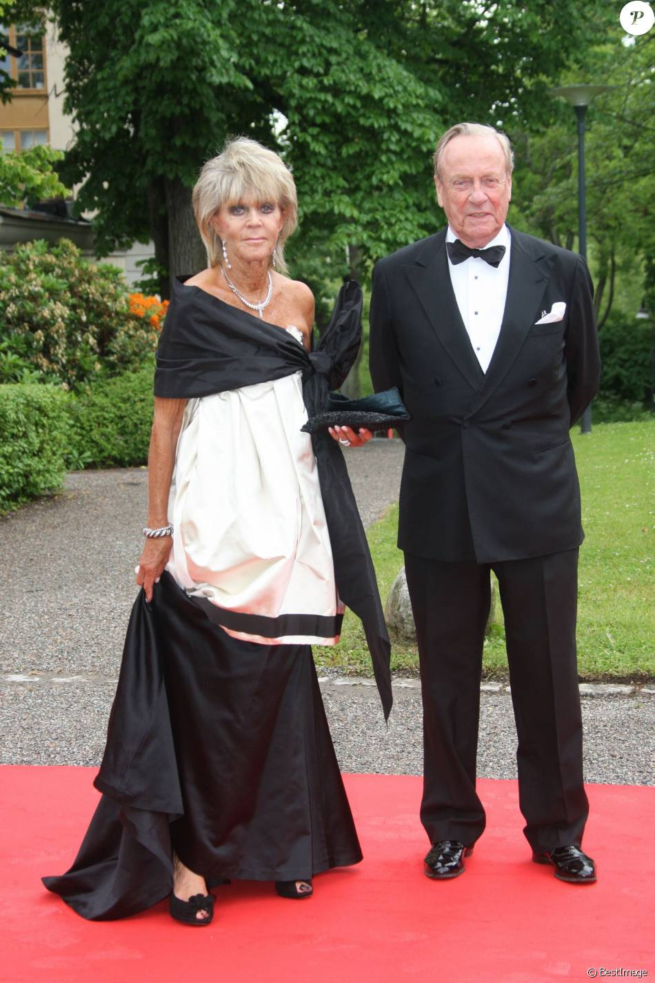 La princesse Birgitta de Suède et le prince Johann Georg von Hohenzollern à Stockholm en juin 2010 lors du mariage de la princesse Victoria et de Daniel Westling. Johann Georg, surnommé Hansi, est décédé à 83 ans le 2 mars 2016 à Munich.      Archives - décès le 2 mars 2016 de Johann Georg Hansi von Hohenzollern ( mari de la princesse Birgitta de Suède, soeur du roi de Suède) STOCKHOLM 2010-06-18. Royal wedding in Stockholm. Today the Swedish Government hosted a dinner at Eric Ericsson hall, Skeppsholmen, in honour of Saturdays wedding between Crown Princess Victoria of Sweden and Mr Daniel Westling. Picture shows: Princess Birgitta of Sweden and Johann Georg af Hohenzollern Photo: Marius Gulliksrud Code: 5008 COPYRIGHT STELLA PICTURES18/06/2010 - Stockholm