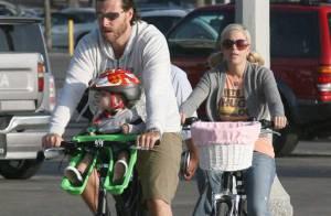 REPORTAGE PHOTOS : Tori Spelling, son nouveau moyen de locomotion familial c'est... le vélo !