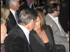 REPORTAGE PHOTO : Pierce Brosnan et sa femme ne savent pas se tenir, Barbra Streisand et son époux... si !
