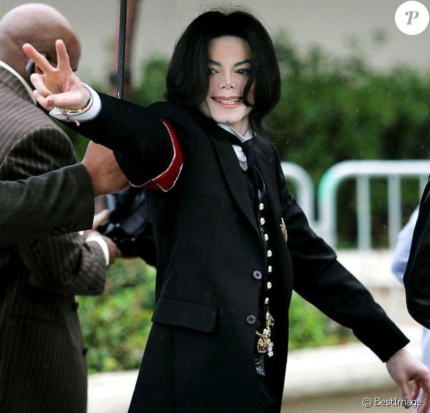 Michael Jackson arrive au tribunal de Santa Maria, le 1er mars 200
