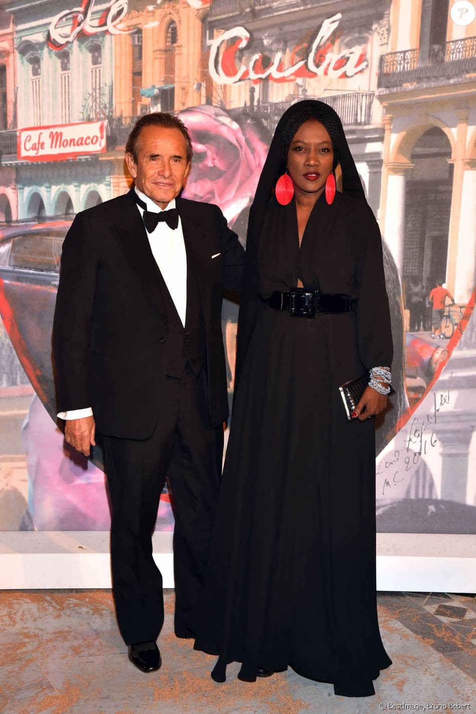 jacky ickx et sa femme khadja nin au 62e bal de la rose sur le th me de cuba op r par karl. Black Bedroom Furniture Sets. Home Design Ideas