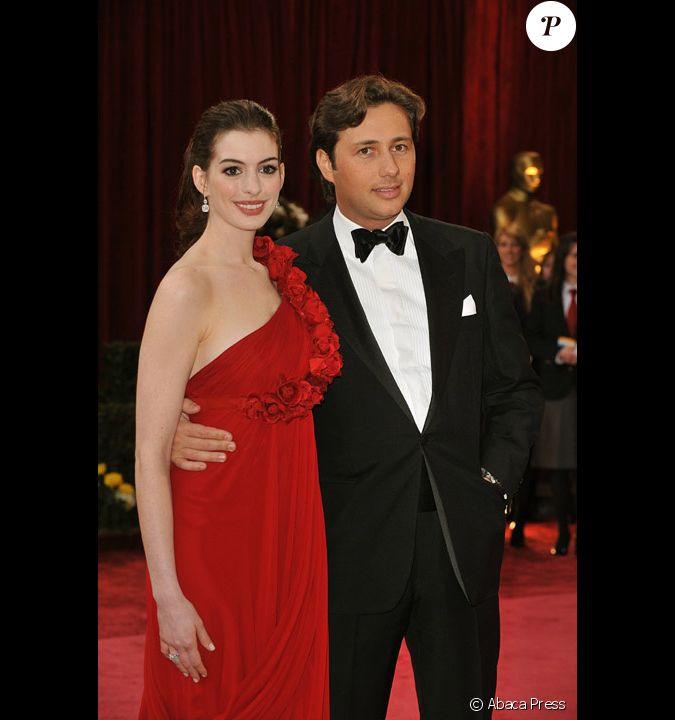 Anne Hathaway Avec Raffaello Follieri Aux Oscar 2008