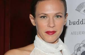 Lorie Pester : Jolie dans son bain de mousse, la star en tournage !
