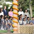 Le prince William, duc de Cambridge, et Kate Catherine Middleton, duchesse de Cambridge, visitent le musée Gandhi Smriti à New Delhi, avant d'aller se recueillir sur le mémorial de Mahatma Gandhi (pieds nus), à l'occasion de leur voyage en Inde. Le 11 avril 2016  11 April 2016. The Duke and Duchess of Cambridge at Gandhi Smriti in Delhi, India11/04/2016 - New Delhi