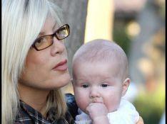 REPORTAGE PHOTOS : Tori Spelling et son mari sortent enfin leurs deux adorables enfants ! (réactualisé)