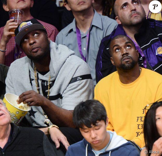 Lamar Odom et Kanye West assistent à la rencontre Los Angeles Lakers - Utah Jazz au Staples Center. Los Angeles, le 13 avril 2016.