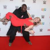 Enora Malagré, chahutée par Magloire dans les coulisses du combat de catch WWE !
