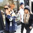 Blac Chyna tout sourire avec Kim Kardashian et son fiancé Rob à la sortie du restaurant Nate 'n Al Delicatessan à Beverly Hills, le 26 avril 2016