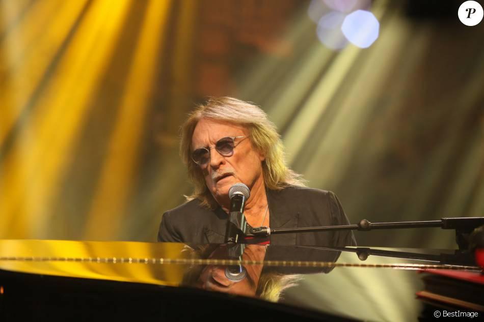 Exclusif - Le chanteur Christophe, lors de l'enregistrement de l'émission  Du côté de chez Dave  à Paris (tournage le 16 février 2016 pour diffusion le dimanche 1er mai 2016 sur France 3).