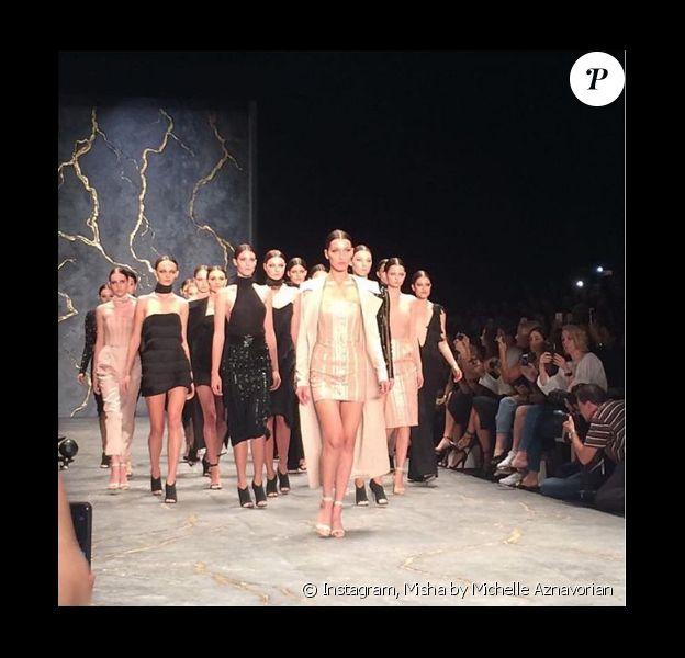 Bella Hadid participe au défilé Misha (collection croisière 2017) lors de la Fashion Week de Sydney. Le 16 mai 2016.
