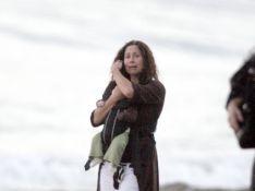 REPORTAGE PHOTOS : Minnie Driver en pleurs avec son bébé dans les bras !
