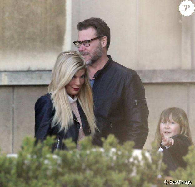 Semi-Exclusif - Tori Spelling, son mari Dean McDermott et leurs enfants Finn, Stella, Hattie et Liam sont allés chez Angelina rue de Rivoli puis se sont rendus au Café de L'homme à Paris, le 19 avril 2016.