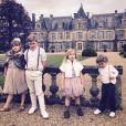 Tori Spelling et son mari Dean McDermott sont de passage à Paris. Ils profitent d'un séjour en France avec leurs quatre enfants pour fêter leur 10e anniversaire de mariage. Dean McDermott a demandé sa femme en mariage pour la troisième fois à cette occasion. Le couple va renouveller ses voeux bientôt. Photo publiée sur la page Instagram de Tori Spelling au mois de mai 2016.