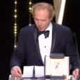 Arnaud Depleschin remet la Palme d'honneur.