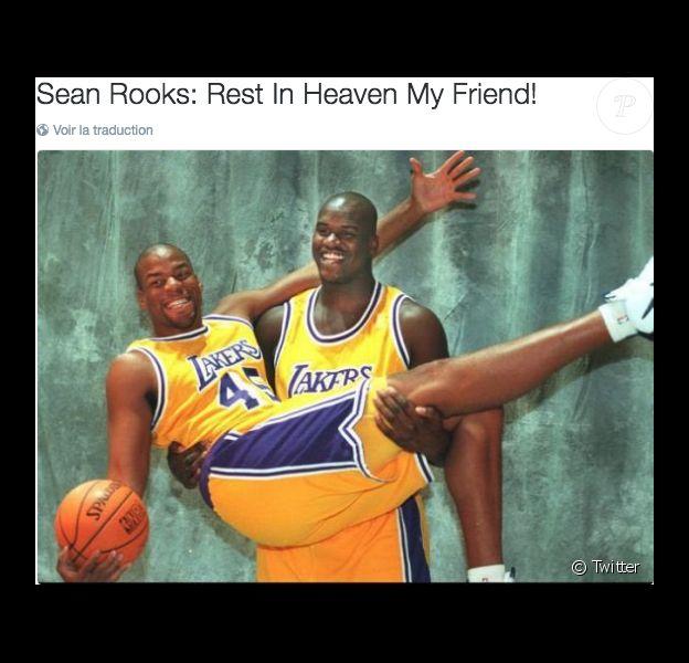Sean Rooks dans les bras de Shaquille O'Neal sous le maillot des Los Angeles Lakers. Sean Rooks est mort à 46 ans le 7 juin 2016 à Philadelphie.