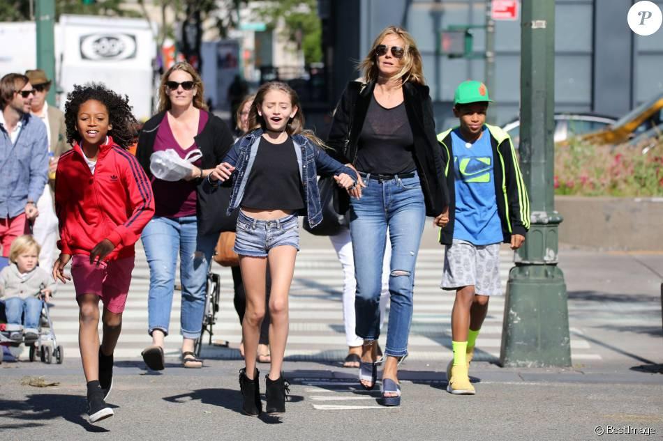 Heidi Klum se promène avec ses enfants Leni, Henry, Johan et Lou sur les rives de l'Hudson River à New York, après avoir dîné au Bar Pitti. Le 9 juin 2016