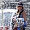 """Brandi Glanville, de l'émission de TV Réalité """"The Real Housewives of Beverly Hills"""", assiste au match de football de son fils Jake Cibrian à Woodland Hills. Le 20 mars 2016"""