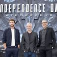 "Liam Hemsworth, Roland Emmerich et Jeff Goldblum - L'équipe du film ""Independence Day"" pose lors d'un photocall à Berlin, le 9 juin 2016. © Future-Image via ZUMA Press/Bestimage"