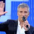 """Nagui, très ému, rend hommage à un de ses mais et collaborateurs décédé d'un cancer. """"N'oubliez pas les paroles"""" sur France 2. Le 20 juin 2016."""