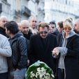 Exclusif - Johnny Hallyday et sa femme Laeticia se recueillent, en hommage aux victimes des attentats terroristes du 22 mars, sur la place de la Bourse à Bruxelles, le 27 mars 2016. ©Alain Rolland/Imagebuzz/Bestimage