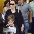 Angelina Jolie et son fils Knox font du shopping chez Lego store à New York, le 18 juin 2016.