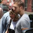 Taylor Swift et son petit-ami Calvin Harris sortent d'un restaurant à New York, le 28 mai 2015.  Taylor Swift with her boyfriend Calvin Harris are seen coming out from a restaurant in the West Village district in New York, on May 28 2015.28/05/2015 - New York