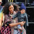 Thandie Newton prend un taxi avec son fils Booker à New York, le 24 avril 2015.