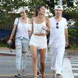 Paris Jackson et des amisarrivent à une fête privée au restaurant Nobu à Los Angeles, le 4 juillet 2016