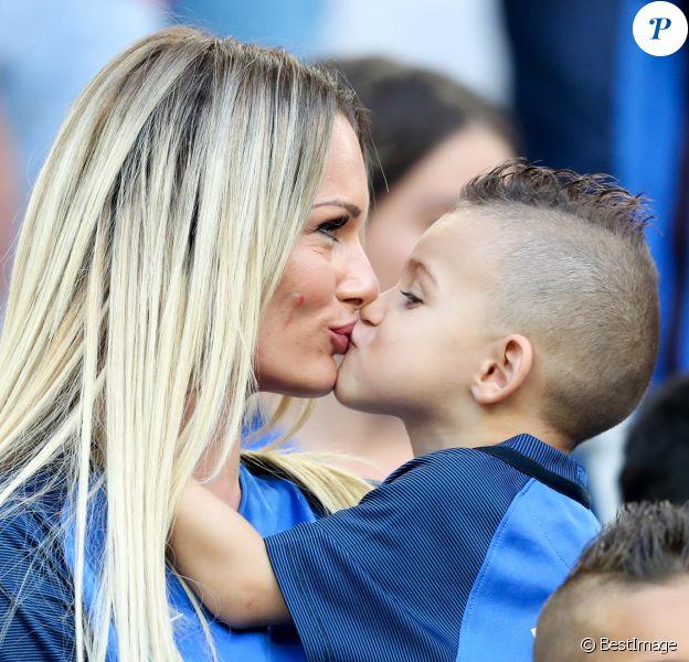 Ludivine Payet (la femme de Dimitri Payet) et son fils Milan lors du match de l'Euro 2016 Allemagne-France au stade Vélodrome à Marseille, France, le 7 juillet 2016. © Cyril Moreau/Bestimage