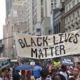 Des milliers de manifestants se sont réunis près du parc Union Square et ont marché jusqu'à Times Square pour réclamer justice au nom d'Alton Sterling et Philando Castile, le 7 juillet 2016 à New York.