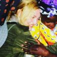 Madonna et ses enfants, Lourdes Leon, Rocco et David Banda et Mercy James sont en voyage humanitaire au Malawi. La popstar pose avec Mama Sopfie.Photo publiée sur Instagram, le 4 juillet 2016