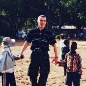 Madonna et son Rocco Ritchie réunis, s'envolent en famille pour le Malawi
