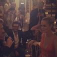 """Johnny Hallyday chante pour Laeticia lors du gala """"Vaincre le cancer"""" à l'Opéra Garnier durant lequel il est monté sur scène avec ses musiciens. À Paris, le 10 janvier 2016."""