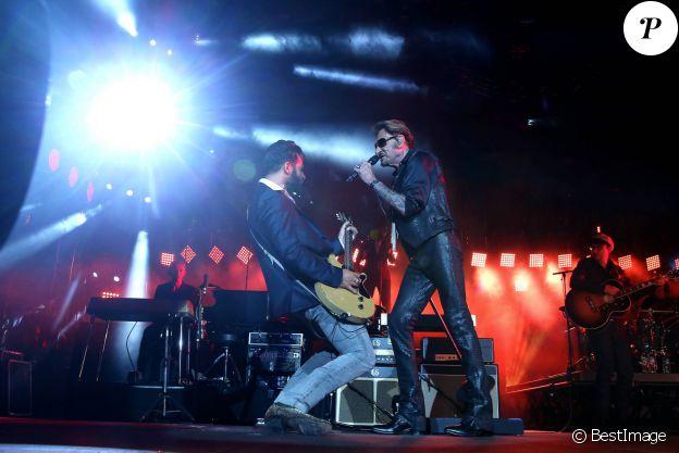 """Exclusif - Johnny Hallyday et Maxim Nucci (Yodelice) - Coup d'envoi du """"Rester Vivant Tour"""" aux Arènes de Nîmes, le 2 juillet 2015."""